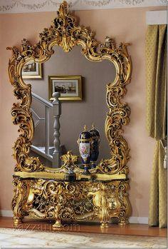 Gran espejo y consola de madera dorada y tallada, hermoso