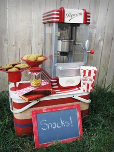 this would be fun for a carnival or circus-themed party (from www.austinvintage.com)