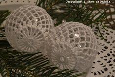 Crochet Christmas Decorations, Crochet Ornaments, Christmas Crochet Patterns, Crochet Flower Tutorial, Crochet Flowers, Arts And Crafts, Diy Crafts, Christen, Christmas Bells