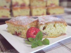Jahodová bublanina / Sponge cake with strawberries Strawberry Cakes, Sponge Cake, Strawberries, French Toast, Baking, Breakfast, Food, Morning Coffee, Strawberry Fruit