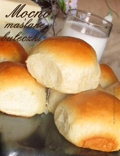 Mocno maślane bułeczki Bread Recipes, Cake Recipes, Cooking Recipes, Cookie Desserts, Holiday Desserts, Good Food, Yummy Food, Muffin, Bread And Pastries