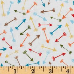 Timeless Treasures Tossed Arrows White from @fabricdotcom  Designed for Timeless Treasures, this cotton print fabric is perfect for quilting, apparel and home decor accents. Colors include white, orange, olive, brown, yellow and aqua.
