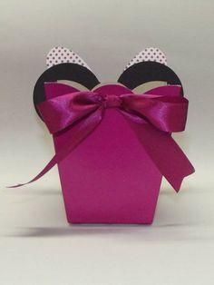 Centro da Minnie    Centro de Mesa, vc pode escolher um dos modelos, também faço nas cores vermelha e rosa bebê, favor consultar.