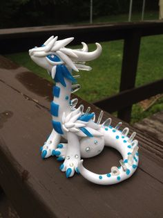 Crystal Winter Dragon Sculpture by PatchRabbit on Etsy Polymer Clay Dragon, Polymer Clay Animals, Polymer Clay Art, Polymer Clay Projects, Diy Clay, Biscuit, Dragon Crafts, Cute Dragons, Cute Clay