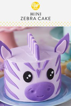 Give your little one a cake of his or her own on their first birthday with these Wacky and Wild Mini Smash Cakes. Made to look like a leopard, zebra or bear, these cakes are ready for one wild party! Zebra Birthday Cakes, Zebra Cakes, Purple Cakes, Cake Decorating For Kids, Cake Decorating For Beginners, Leopard Cake, Safari Cakes, Jungle Cake, Jungle Party