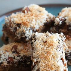 Recommended Tips:Keto Chocolate Chip Coconut Bars - Recommended Tips Coconut Pecan Cookies, Coconut Bars, Keto Cookies, Chocolate Chip Pecan Pie, Sugar Free Chocolate Chips, Coconut Chocolate, Chocolate Bars, Sugar Free Coconut Cream Pie Recipe, Coconut Custard