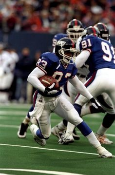 dec-1998-wide-receiver-david-patten-of-the-new-york-giants-in-action-picture-id72529235 (390×594)