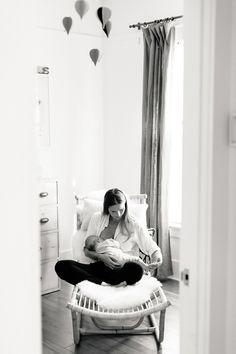 Los Angeles newborn photos at home by Erin Hearts Court Nursing Photography, Lifestyle Newborn Photography, Digital Photography, Family Photography, Maternity Photography, White Photography, Newborn Pictures, Family Pictures, Photography Poses