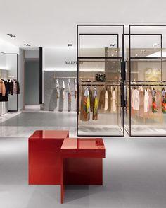 Interior retail дизайн магазина, бутик и магазины одежды. Boutique Interior, Shop Interior Design, Retail Store Design, Retail Shop, Ideas Cafe, Fashion Showroom, Fashion Retail Interior, Design Typography, Shop House Plans
