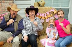 Lots of fun cowgirl-western-horse themed party ideas http://meaningfulmenagerie.blogspot.com