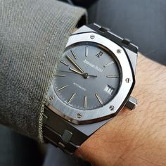 Audemars Piguet - Sharing a pic of rarely seen Royal Oak in tantalum/steel combo Fancy Watches, Men's Watches, Expensive Watches, Vintage Watches For Men, Best Watches For Men, Luxury Watches For Men, Sport Watches, Cool Watches, Fashion Watches
