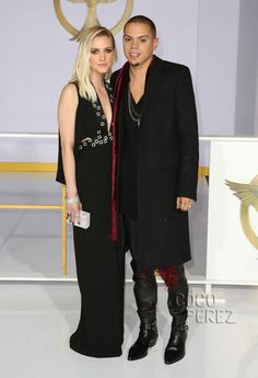 Ashlee Simpson and Evan Ross are cutely coordinated at the Hunger Games: Mockingjay -- Part 1 premiere!