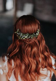This Oh Dina! comb is created with preserved natural boxwood leaves and greenery and accented with real freshwater pearls. t is a unique headpiece and would be absolutely beautiful for an outdoor elegant wedding. The headpiece attaches with a gold comb and could be worn into a