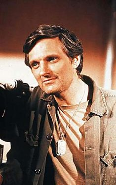 Alan Alda as Hawkeye in MASH, one of my favorite shows and actors :-) Great Tv Shows, Old Tv Shows, Alan Alda Mash, Mash 4077, Comedy Tv, Benjamin Franklin, Hawkeye, Classic Tv, Musica