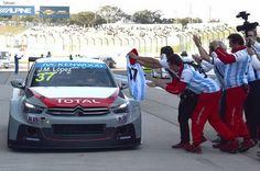 На предпоследнем этапе чемпионата мира по кольцевым автогонкам FIA WTCC пилот Хосе-Мария Лопес, выступающий за команду #Citroen, завоевал титул чемпиона в личном зачете.