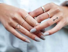▷ 1001 + finger tattoo ideas and their meaning ▷ 1001 + Finger Tattoo Ideen und ihre Bedeutung Two little finger tattoos, heart and arrow, silver rings, white nail polish Mini Tattoos, Small Finger Tattoos, Finger Tats, Small Girl Tattoos, Sister Tattoos, Little Tattoos, Trendy Tattoos, Cute Tattoos, Tattoos For Guys