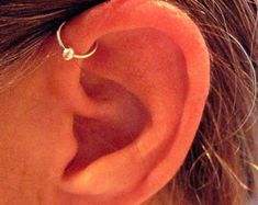"No Piercing Sterling Silver Ear Cuff Helix Cuff ""Captive Ball"" Handmade.need this because i'm too nervous to actually get the piercing Piercing Helix Avant, Front Helix Piercing, Innenohr Piercing, Forward Helix Piercing, Different Ear Piercings, Types Of Ear Piercings, Sapphire Earrings, Crystal Earrings, Et Tattoo"