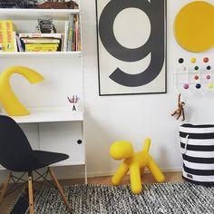 Chambre enfant en noir et blanc 25 id es copier triangles et stickers for Chambre ado jaune et blanc