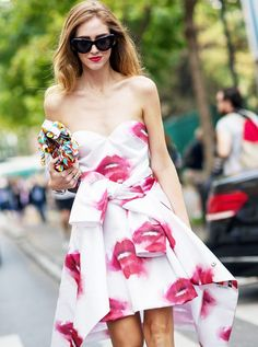 Chiara Ferragni wearing a white dress with watercolored lip details. // Photo: The Styleograph #Streetstyle #PFW