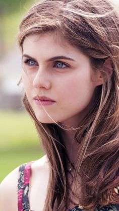 She was born in Alexandra Daddario big, bright blue eyes. Alexandra Daddario ^ 's skin color is white. Her natural hair color is light brown. She light brown, dark brown, and blond likes ombre hair color. Alexandra Anna Daddario, Belle Silhouette, Most Beautiful, Beautiful Women, Laura Vandervoort, Kristin Kreuk, Celebrity Beauty, Gal Gadot, Christina Hendricks