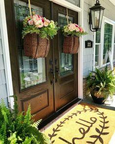 decor ideas for front porch Adirondack Hanging Basket Spring baskets. Modern Farmhouse, Farmhouse Style, Farmhouse Decor, Farmhouse Design, Casas Magnolia, Farmhouse Front Porches, Southern Front Porches, Design Salon, Building A Porch