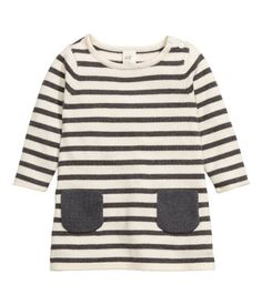 Natural white/striped. Striped dress in a soft, fine knit with long sleeves…