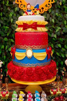 Baby Snow White, Snow White Cake, 1st Birthday Girls, Birthday Parties, Snow White Birthday, White Cakes, Hello Kitty Birthday, Disney Cakes, Princess Party