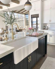 Home Decor Kitchen, Kitchen Living, Kitchen Interior, New Kitchen, Home Kitchens, Kitchen Design, White Cabinets In Kitchen, Kitchen Soffit, Home Renovation