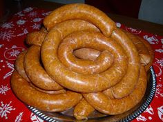 "Small sausages with garlic - Fokhagymás házikolbász - ""Csak úgy, mint otthon"" Homemade Sausage Recipes, Hungarian Recipes, Hungarian Food, How To Make Sausage, Smoking Meat, Onion Rings, Charcuterie, Ham, Bacon"