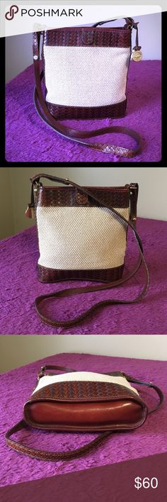 """Brahmin Woven Crossbody Leather Bag Hello, this is a fabulous Brahmin crossbody bag. It's in excellent condition! Measures 8.5""""L x 8.5""""H x 2""""D, 21"""" strap drop. Please send me any questions, thanks! Brahmin Bags Crossbody Bags"""