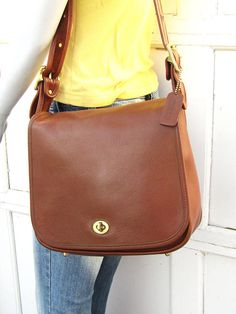 Vintage Coach Bag    Stewardess Bag in British Tan Leather    Coach Shoulder  Saddle Bag 227f3f87e68db