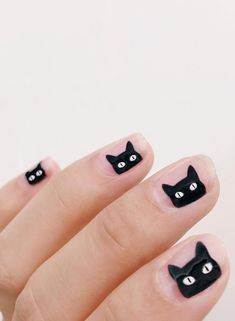 Unleash your wild side with cat nail art designs. Here are 32 of the cutest cat nail art you need for your next manicure. Cute Halloween Nails, Halloween Nail Designs, Spooky Halloween, Women Halloween, Halloween Decorations, Halloween Recipe, Halloween Makeup, Costume Halloween, Halloween Party