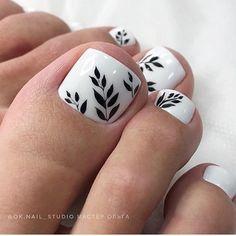 It's finally season! Fall Toe Nails, Pretty Toe Nails, Cute Toe Nails, Summer Toe Nails, Pretty Nail Art, Pedicure Designs, Pedicure Nail Art, Toe Nail Designs, Fall Nail Designs