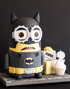 Maybe I could find star trek few minutes clip to send it to you? Minion Theme, Minion Party, Batman Birthday, Star Wars Birthday, Creative Studio, Batman Minion, Minion Cupcakes, Cake Minion, Lego Cake