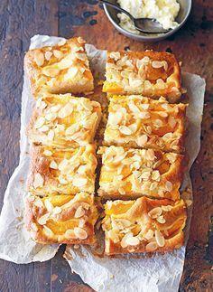 "Make it Paleo- ""made in italy"" apricot olive oil almond cake Desserts Français, Italian Desserts, Italian Recipes, Delicious Desserts, Yummy Food, Italian Cake, Apricot Recipes, Sweet Recipes, Baking Recipes"