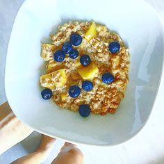 RAŇAJKY: Špaldové vločky, kokosové mlieko, mango, čučoriedky  #healthybreakfast Food And Drink, Breakfast, Health, Kitchen, Morning Coffee, Cooking, Health Care, Kitchens, Cuisine