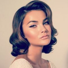 Click ahead for all the glamorous vintage hair and beauty inspo you need to unleash your inner Daisy Buchanan. Curly Hair Styles, Hair Styles Retro, Short Retro Hair, Retro Waves Hair, Styling Short Hair Bob, Vintage Short Hair, Elegant Short Hair, Retro Bob, Short Hair Waves