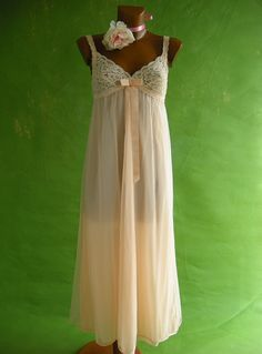 I'm in love with vintage nightgowns - this is so beautiful!! Why doesn't anyone wear these anymore??