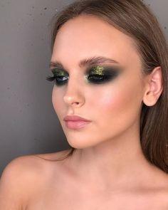 Wonderful 30 party makeup ideas dramatic worth to try p… – Make Up Eye Makeup Glitter, Glam Makeup, Skin Makeup, Makeup Inspo, Beauty Makeup, Huda Beauty, Sparkly Eyeshadow, Rock Makeup, Makeup Geek