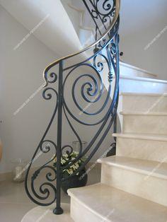 Ferronniers d'art, exposition de réalisations en fer forgé (rampes d'escalier...) Home Stairs Design, House Design, Stairway Decorating, Door Gate Design, Dream House Exterior, House Stairs, Stair Railing, Stairways, Art Deco