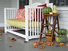 Da una culla può nascere qualcosa di davvero unico per la casa! Da porta pentole alla sedia a dondolo, ecco le idee fai da te per riciclare una vecchia culla!