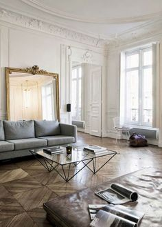 Amazing Parisian Chic Apartment Decor Ideas - Home Design French Interior, Home Interior, Interior Design, Flat Interior, Interior Colors, Chic Apartment Decor, Apartment Living, Decor Room, Living Room Decor