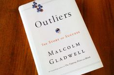 Outliers by Malcolm Gladwell 26 Books That Will Change The Way You See The World I Love Books, Great Books, Books To Read, My Books, This Book, Reading Lists, Book Lists, Stories Of Success, Reading Rainbow