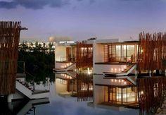 Rosewood Mayakoba, México Situado numa linda praia de areia branca da Riviera Maia, o Rosewood Makayoba é um hotel sereno e luxuoso, cercado de belezas naturais.