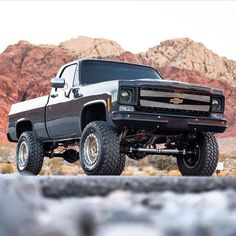 trucks and cars Old Pickup Trucks, Lifted Chevy Trucks, Jeep Pickup, Classic Chevy Trucks, Gm Trucks, Chevy Pickups, Chevrolet Trucks, Cool Trucks, Pickup Camper