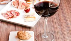 dnes na obed mi naozaj stacia taketo male radosti :) a k nim ----> Merlot 2004 JM Vinarstvo Doľany