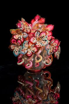 Dale Chihuly - sculpted art glass flowers in and vase💗 Art Of Glass, Blown Glass Art, Glass Artwork, Dale Chihuly, Stained Glass Church, Stained Glass Art, Memento Mori, Glass Flowers, Art Flowers