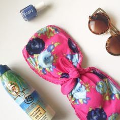 Floral Bandeau NWT • Floral print • Ties in front • Perfect to wear under and peek through a cute top Hollister Tops