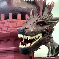 Just made a dragon from chocolate GOT Drago cioccolato - Fresh Drinks Delicious Desserts, Dessert Recipes, Yummy Food, Make A Dragon, Chocolate Diy, Chocolate Treats, Chocolate Sculptures, Edible Art, Cake Art