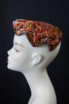 1950s Brown Paisley Hat van FrocksnFrillsVintage op Etsy